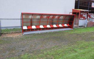 Wiaty stadionowe - biało-czerwone krzesełka